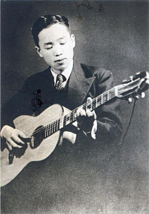 한국최초의 기타 1932년 제작-연주자 엄상옥.jpg