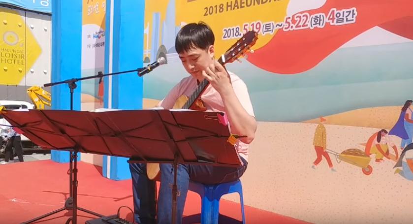 2018년 부산 해운대 모래축제 권진수 연주.png