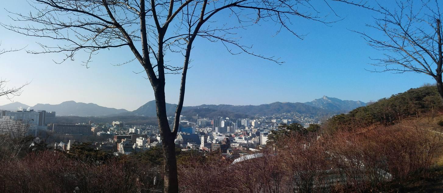 Seoul old castle 종로쪽 시내전경.jpg