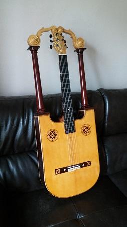 lira guitar 450..jpg